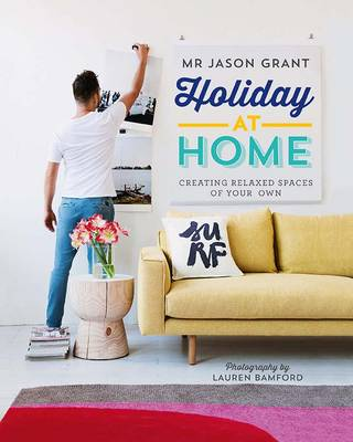 Holiday at Home: Creating Relaxed Spaces of Your Own (Hardback)