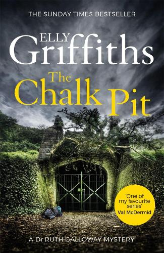 The Chalk Pit: The Dr Ruth Galloway Mysteries 9 - The Dr Ruth Galloway Mysteries (Paperback)