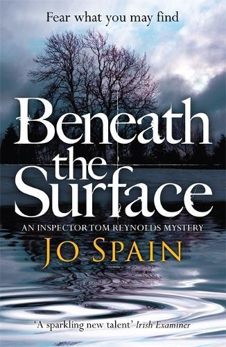 Beneath the Surface: (An Inspector Tom Reynolds Mystery Book 2) - An Inspector Tom Reynolds Mystery (Paperback)