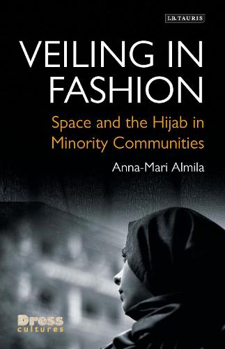 Veiling in Fashion: Space and the Hijab in Minority Communities - Dress Cultures (Hardback)