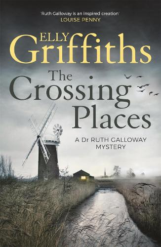 The Crossing Places: The Dr Ruth Galloway Mysteries 1 - The Dr Ruth Galloway Mysteries (Paperback)