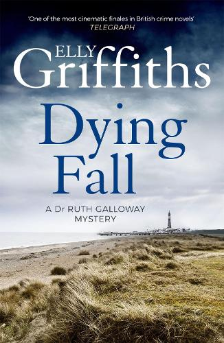 A Dying Fall - The Dr Ruth Galloway Mysteries (Paperback)