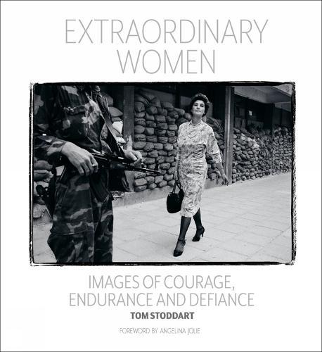 Extraordinary Women: Images of Courage, Endurance & Defiance (Hardback)