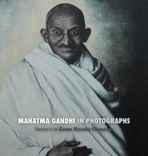 Mahatma Gandhi in Photographs: Foreword by the Gandhi Research Foundation (Hardback)