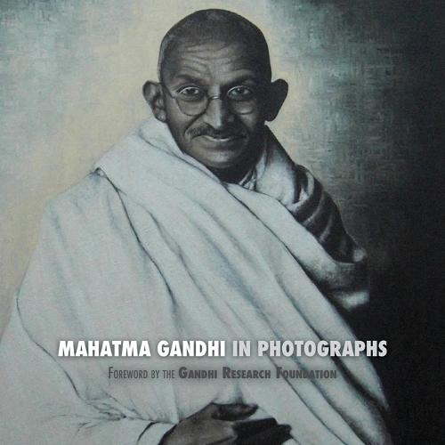 Mahatma Gandhi in Photographs: Foreword by the Gandhi Research Foundation (Paperback)