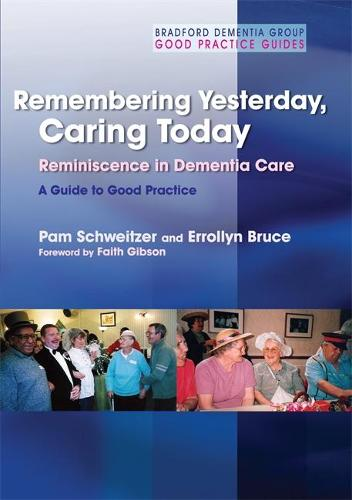 Remembering Yesterday, Caring Today: Reminiscence in Dementia Care: a Guide to Good Practice - University of Bradford Dementia Good Practice Guides (Paperback)