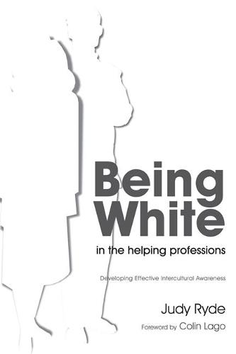 Being White in the Helping Professions: Developing Effective Intercultural Awareness (Paperback)