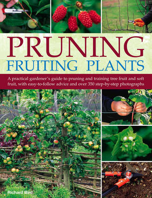 Pruning Fruiting Plants: A Practical Gardener's Guide to Pruning and Training Tree Fruit and Soft Fruit, with Over 350 Photographs and Illustrations and Easy-to-follow Advice (Paperback)