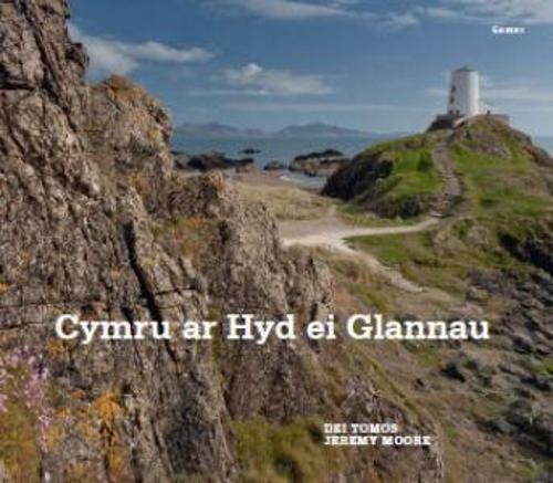 Cymru ar hyd ei Glannau (Hardback)