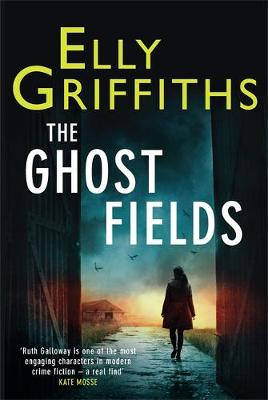 The Ghost Fields: The Dr Ruth Galloway Mysteries 7 - The Dr Ruth Galloway Mysteries (Hardback)