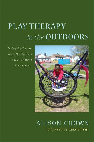 Play Therapy in the Outdoors: Taking Play Therapy out of the Playroom and into Natural Environments (Paperback)