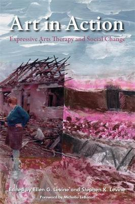 Art in Action: Expressive Arts Therapy and Social Change - Arts Therapies (Paperback)