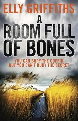 A Room Full of Bones: The Dr Ruth Galloway Mysteries 4 - The Dr Ruth Galloway Mysteries (Paperback)
