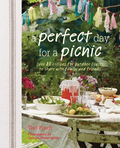A Perfect Day for a Picnic: Over 80 Recipes for Outdoor Feasts to Share with Family and Friends (Hardback)