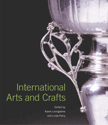 International Arts and Crafts (Hardback)