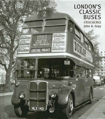 London's Classic Buses in Black and White (Hardback)
