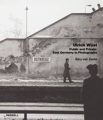 Public and Private: East Germany in Photographs by Ulrich Wust (Hardback)