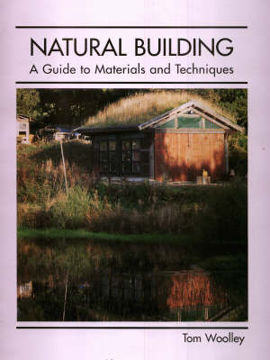 Natural Building: A Guide to Materials and Techniques (Hardback)
