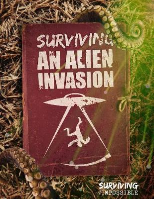 Surviving an Alien Invasion - Surviving the Impossible (Hardback)