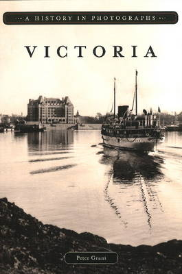 Victoria: A History in Photographs (Paperback)
