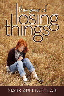 The Year of Losing Things (Paperback)