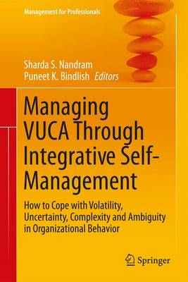 Managing VUCA Through Integrative Self-Management: How to Cope with Volatility, Uncertainty, Complexity and Ambiguity in Organizational Behavior - Management for Professionals (Hardback)