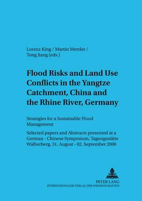 Flood Risks and Land Use Conflicts in the Yangtze Catchment, China and at the Rhine River, Germany: Strategies for a Sustainable Flood Management Selected Papers and Abstracts Presented at a German-Chinese Symposium, Tagungsstaette Walberberg, 31 August - 02 September 2000 - Schriften Zur Internationalen entwicklungs- Und Umweltforschung 2 (Paperback)