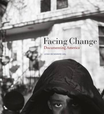 Facing Change: Documenting America (Hardback)