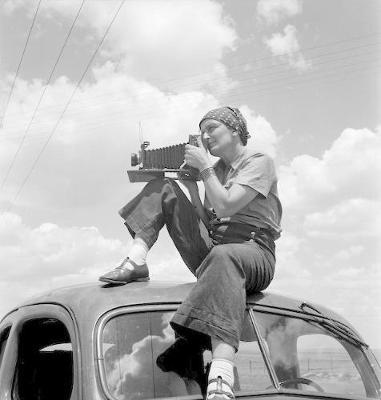 Dorothea Lange: Politics of Seeing (Hardback)