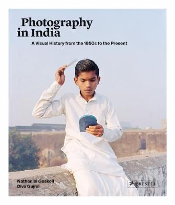 Photography in India: A Visual History from the 1850s to the Present (Hardback)