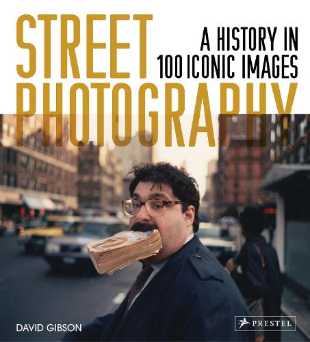 Street Photography: A History in 100 Iconic Photographs (Hardback)