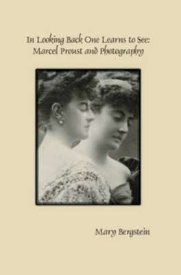 In Looking Back One Learns to See: Marcel Proust and Photography - Faux Titre 393 (Paperback)