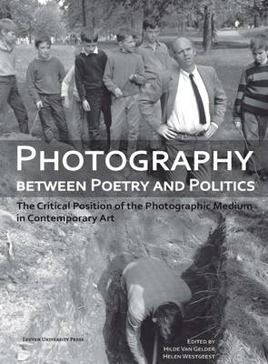 Photography Between Poetry and Politics: The Critical Position of the Photographic Medium in Contemporary Art - Lieven Gevaert Series v. 7 (Paperback)