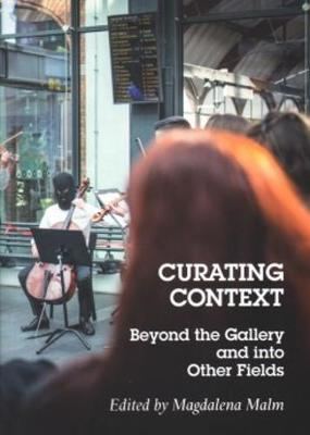 Curating Context Beyond the Gallery and into Other Fields (Hardback)