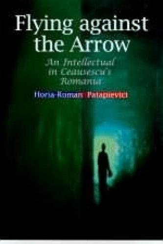 Flying Against the Arrow: An Intellectual in Ceausescu's Romania - Central European Library of Ideas (Hardback)