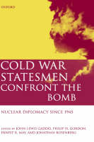 Cold War Statesmen Confront the Bomb: Nuclear Diplomacy Since 1945 (Hardback)