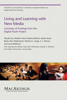 Living and Learning with New Media: Summary of Findings from the Digital Youth Project - The John D. and Catherine T. MacArthur Foundation Reports on Digital Media and Learning (Paperback)