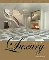 Living in Luxury: Inside the World's Most Glamorous Homes (Hardback)