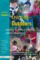 Learning Outdoors: Improving the Quality of Young Children's Play Outdoors (Hardback)