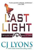 Last Light: A Beacon Falls Thriller, featuring Lucy Guardino - Beacon Falls Cold Case Mysteries 1 (Paperback)