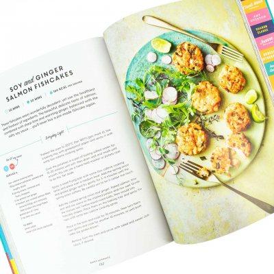 Pinch of Nom: 100 Slimming, Home-style Recipes (Hardback)