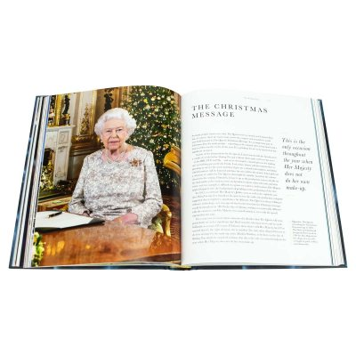 The Other Side of the Coin: The Queen, the Dresser and the Wardrobe (Hardback)