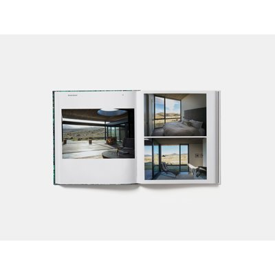 Living in Nature: Contemporary Houses in the Natural World (Hardback)