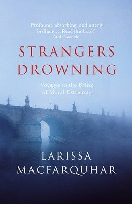 Strangers Drowning: Voyages to the Brink of Moral Extremity (Hardback)