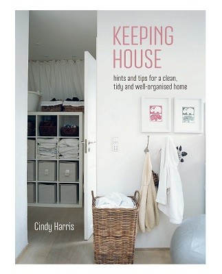 Keeping House: Hints and Tips for a Clean, Tidy and Well-Organized Home (Hardback)
